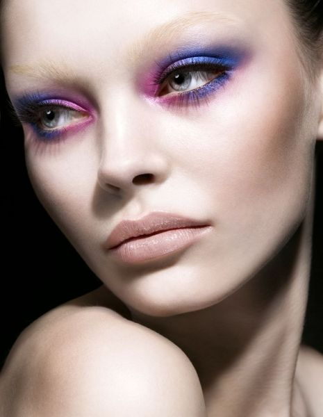 b;eached purple eyeshadow