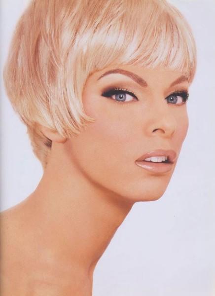 Alex Peruzzi  as super model Linda Evangelista by Kevyn Aucoin