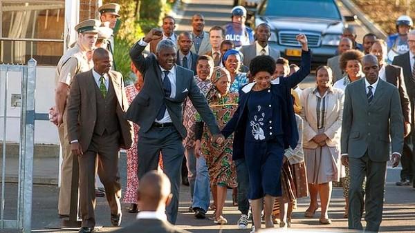 Idris Elba and Naomi Harris in Long Walk to Freedom