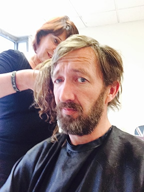 Ralph ineson wore extensions for the entire shot as opposed to a wig. Removed once he was back in the UK by Hairstylist Lisa Adams