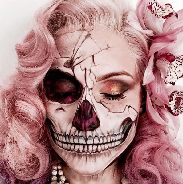 Who says things can't be pretty AND scary? Look by @the_wigs_and_makeup_manager